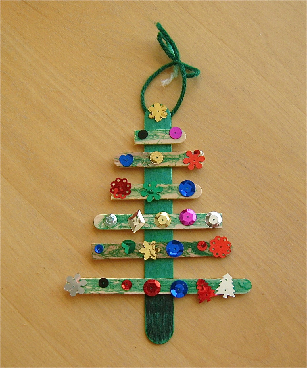 Christmas tree craft mommyapolis for Free christmas crafts for kids